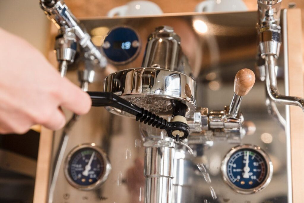 cleaning espresso machine