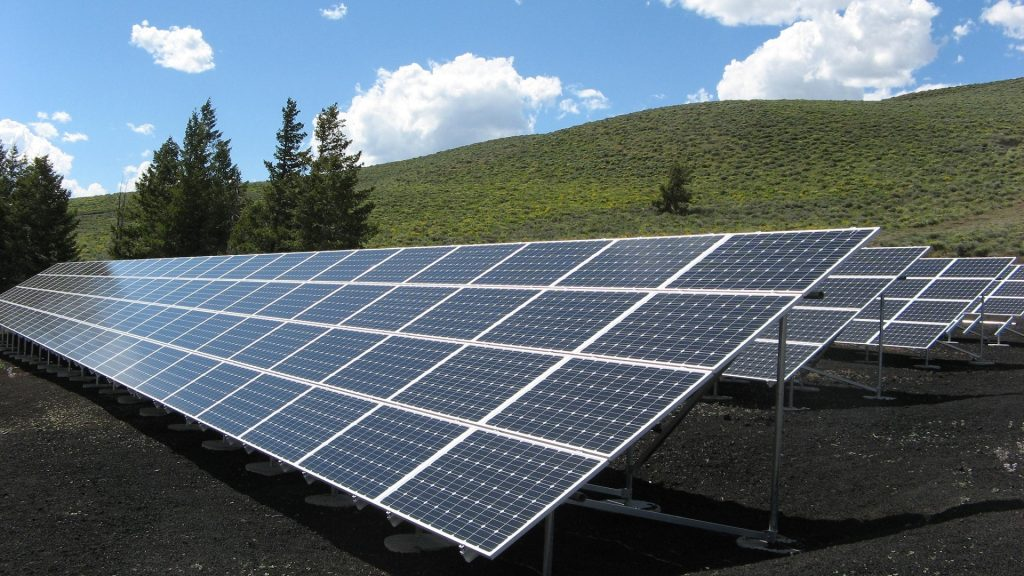 6 Best Solar Panels to Buy for Your Home In 2021 4