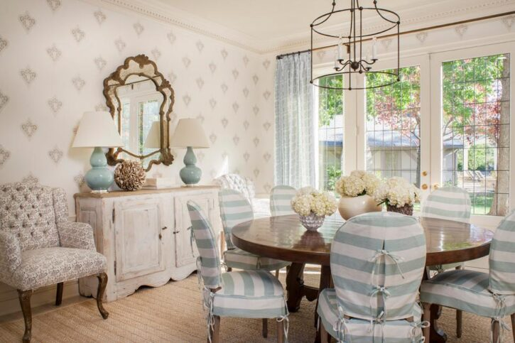 7 Best Flowers for Your Living Room Table - 2021 Guide 5