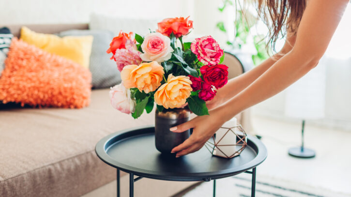 7 Best Flowers for Your Living Room Table - 2021 Guide 2