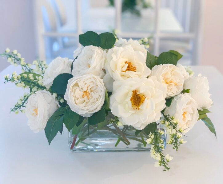 7 Best Flowers for Your Living Room Table - 2021 Guide 4